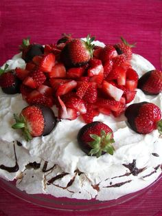 Pavlova....my Aussie friend, Annie, turned me on to this dessert...I guess it's a very common dessert over there....all I can say, is that it's one of the most wonderful desserts I have ever had!!!