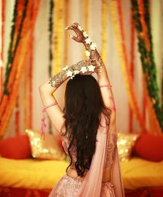 Fun Bridal Mehndi Poses You Wouldn't Want to Miss! Sangeet and mehndi photography is the new métier that makes wedding photography interesting. As Nowadays brides are having unique bridal mehndi poses to display their mehndi and here are some of them! Mehendi Photography, Indian Wedding Couple Photography, Bride Photography, Couple Photography Poses, Photography Ideas, Wedding Photography Checklist, Fashion Photography, Indian Photography, Photography Editing