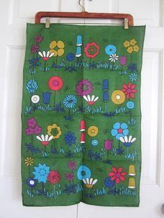 Flowers teatowel (Neatokeen on Etsy) Vintage Love, Vintage Tea, Vintage Kitchen, Retro Vintage, Kitchen Ware, Kitchen Stuff, Happy Design, Vintage Fabrics, Pyrex