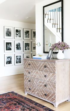19 Tips for Creating a Gorgeous Black and White Gallery Wall | @stylecaster