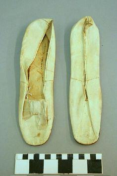 White Leather Wedding Flats. (1861) Missouri History Museum. collections.mohistory.org #fashionhistory #wedding #weddingshoes #victorianwedding #vintagewedding