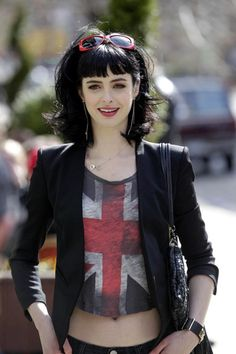 "Krysten Ritter | I know this isn't ""long"" but it's so much longer than mine and I can't wait til my hair is this length....... Now if only I could have a long graceful neck to go with it."