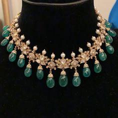 Emerald Necklace, Emerald Jewelry, Beaded Jewelry, Gold Jewelry Simple, Nice Jewelry, Trendy Jewelry, Gold Jewellery Design, Designer Jewellery, Fashion Jewellery