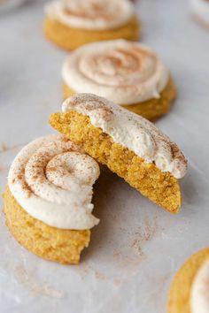Frosted Crumbl Caramel Pumpkin Cookies Copycat Recipe - Lifestyle of a Foodie Pumpkin Cookies, Fun Cookies, No Bake Cookies, Pumpkin Pie Spice, Crumble Cookie Recipe, Cookie Recipes, Dessert Recipes, Copycat Recipes, Keto Recipes
