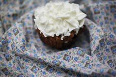Gluten free carrot cake cupcakes made with orange marmalade, oat bran and frosted with cream cheese frosting. Orange Cupcakes, Carrot Cake Cupcakes, Cupcake Cakes, Oat Bran Recipes, Gluten Free Carrot Cake, Cream Cheese Frosting, Carrots, Good Food, Cooking Recipes