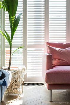 Mój dom, czyli jak się urządziłam – Dorota Szelągowska, Blog Doroty Szelągowskiej Modern Decor, Living Room Decor, Throw Pillows, Bed, House, Design, Farmhouse Rugs, Blinds, Drawing Room Decoration