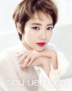 Go Jun Hee is ready for spring time with bright-hued, bold lipstick Korean Makeup Look, Asian Makeup, Korean Beauty, Asian Beauty, Korea Makeup, Asian Short Hair, Girl Short Hair, Bold Lipstick, Lipstick Colors
