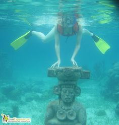 Have you ever snorkeled an underwater museum? It's a trip worth taking. Click on the link for more cool photos: http://travelexperta.com/2012/03/underwater-museum-snorkeling-tour-on-roatan-honduras-photo-essay.html #honduras #snorkel #tour