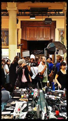 La Settimana della Moda di Parigi si è appena conclusa, ed ecco le foto del backstage di HUSSEIN CHALAYAN - the official page. Il nostro France si trovava lì per lavorare fianco a fianco con il grande fashion designer anglo-turco, ma ha trovato qualche momento per scattare alcune foto per noi ;-)