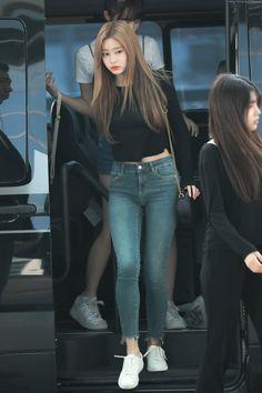 in airport! Airport Fashion Kpop, Kpop Fashion, Daily Fashion, Korean Fashion, Girl Fashion, Fashion Design, Airport Outfits, Kpop Girl Groups, Kpop Girls