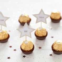 Christmas decor: 20 DIY place cards for a really hot table! Noel Christmas, Christmas And New Year, Christmas Crafts, Christmas Table Settings, Christmas Table Decorations, Deco Table Noel, Natal Diy, Ferrero Rocher, Xmas Food