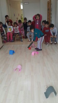 Ideas gym games for kids pool noodles Motor Skills Activities, Gross Motor Skills, Indoor Activities, Physical Activities, Preschool Activities, Gym Games For Kids, Fun Games, Physical Development, School Fun