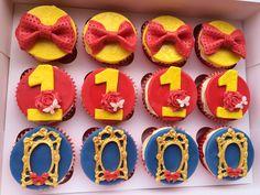 Snow White themed cupcakes