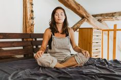 Wondering what the breathwork buzz is about? Here, teacher Gwen Dittmar gives basics of the practice, what to expect during a session, and how to start. Acute Stress, Yoga Breathing, Mindfulness Meditation, Meditation Retreat, Meditation Benefits, Reduce Stress, Pretty Woman, Breathe, How Are You Feeling