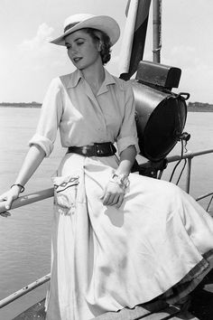 Vintage Summer Icons - Classic Vintage Photos of Iconic Women - Grace Kelly Colombia, 1954