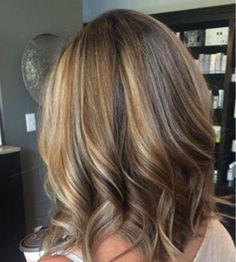 Hairstyle mediumhaircut brown-blonde Medium Layered Hair, Medium Hair Cuts, Medium Hair Styles, Natural Hair Styles, Long Hair Styles, Medium Curly Haircuts, Cute Medium Length Hairstyles, Girl Haircuts, Curly Hair Types