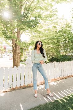 A Fresh Summer Look. Everyday Princess, Stylist Pick, Romantic Girl, Feminine Style, Feminine Fashion, Jeans And Flats, Workwear Fashion, Free People Jeans, All About Fashion