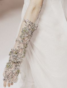 Valentino Haute Couture S/S 2009 Estilo Glamour, Mode Glamour, Couture Details, Fashion Details, Tambour Beading, Tambour Embroidery, By Any Means Necessary, Wedding Gloves, Hair Wedding