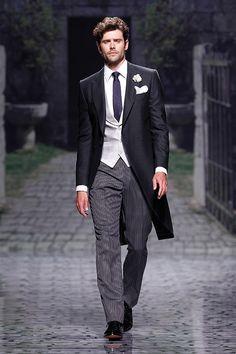 ELEGANCIA Y NATURALIDAD, CLAVES PARA EL NOVIO  Puedes leer todo el artículo en: http://www.labodamagazine.es/nacional/articulos/elegancia-y-naturalidad-claves-para-el-novio.3043.lbm  #Victorio #MiquelSuay #Fuentecapala #pasarela #moda #hombre #moda #trajes #celebración #boda #complementos #novio