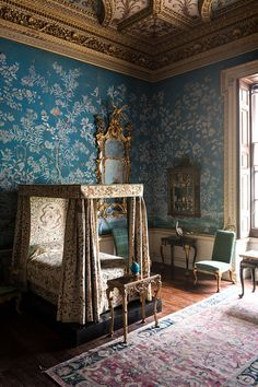 Chinese wallpaper in a bedroom at Houghton Hall, Norfolk. Chinese Wallpaper, Of Wallpaper, Chinoiserie Wallpaper, Painted Wallpaper, Bedroom Themes, Bedroom Decor, Master Bedroom, Girls Bedroom, Bedrooms