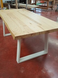 Nuovo tavolo da pranzo in legno massello vintage Cliff   Traversine ...