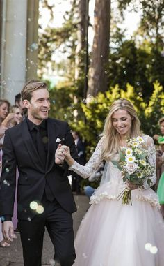 😍😍😍 I love this couple soooo much😭Sooooo cuuute! Black Tux Wedding, Wedding Tux, Dream Wedding, Wedding Dresses, Pewdiepie, Markiplier, Groom Attire, Groom And Groomsmen, All Black Tux