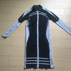 H&M stretch dress Stretch dress hugs all curves!! Black and white H&M Dresses Long Sleeve