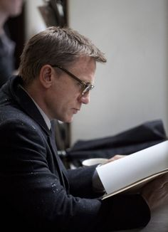 Daniel Craig, reading. My life is complete.