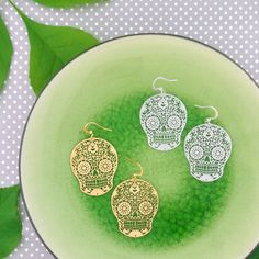 LAVISHY designs & wholesale original & beautiful applique bags, wallets, pouches & accessories for gift shop/boutique buyers in USA, Canada & worldwide. Sugar Skull Earrings, Filigree Earrings, Gift Shops, Clothing Boutiques, Makeup Pouch, Boutique Shop, Online Shopping, Plating, Fashion Accessories