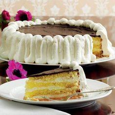 """Kagen har fået sit navn efter Shakespeares drama """"Othello"""". Lagkagen består af makron- og lagkagebunde, vaniljecreme og chokoladeglasur."""