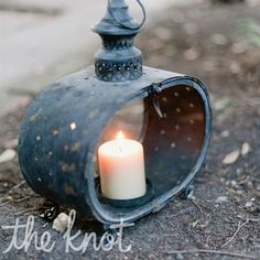 Antique-looking candlelit lanterns led quests to the early evening ceremony