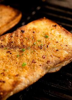 The trick to making a really great Grilled Garlic Bread on the BBQ is to use garlic MELTED butter. Max garlic butter, toasty golden bread, no flare ups! How To Cook Garlic, Make Garlic Bread, Garlic Butter, Grilling Recipes, Cooking Recipes, Smoker Recipes, Bread Recipes, Yummy Recipes, Cooking