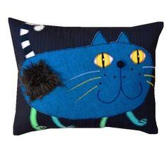NoCeK (proj. GOHA), do kupienia w DecoBazaar.com Sewing Pillows, Diy Pillows, Cat Applique, Funny Pillows, Fabric Animals, Cat Pillow, Felt Cat, Cat Crafts, Cat Pattern