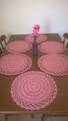 Round thanksgiving table placemats, Apple green decorative doilies, Green home decoration Crochet Doily Rug, Crochet Placemats, Crochet Round, Crochet Home, Crochet Flowers, Free Crochet, Cotton Crochet, Doily Patterns, Crochet Motif