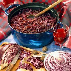 Découvrez la recette Chou rouge aux lardons cuit au vin rouge sur cuisineactuelle.fr.