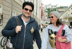 Inkognito: Nichts wurde es mit dem privaten Spaziergang von Sopranistin Anna Netrebko und ihrem Partner Yusif Eyvazov durch Salzburg. Die Frischverlobten liefen einem Fotografen vor die Linse. Mehr Bilder des Tages: http://www.nachrichten.at/nachrichten/bilder_des_tages/ (Bild: apa)