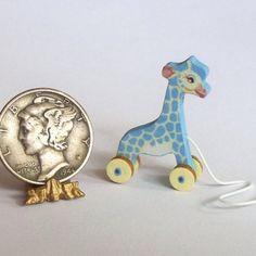 Bébé maximm girafe tirer jouet KIT de faire en 01:12 à léchelle. Maximm sera environ 5/8 pouce de large x 1 pouces hauteur lorsque vous avez