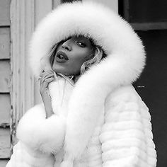 See Whitney Houston pictures, photo shoots, and listen online to the latest music. Beyonce Fans, Beyonce Style, Beyonce And Jay Z, Beyonce Coachella, Beyonce Photoshoot, Estilo Beyonce, Jennifer Winget, Beyonce Knowles, Black Women Fashion