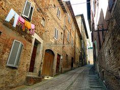 Urbino: Foro Pusterola street - Marche, Italy