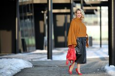leather culottes, Leder Culottes - Boutique Fashion Way / batwing sweater, Pulli Fledermausärmel, camel sweater - Forever 21 / red high heels, Pumps rot - Asos / earrings - Majolie / red bucket bag - See by Chloé / Modeblog Österreich / Austrian fashion blog / fashion mature women / Ü 30 / 30+ fashion blog / fashion blog / Modeblog Ü30 / street style Austria / fashion trends f/w 2016 / fall winter fashion trends 2016 / Winter Trends 2016 / Mode Winter Trend 2016 / women with style / fashion…