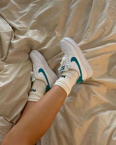 ✔ Shoes Sneakers Adidas Nike Source by joeisabrinaperez outfits indian Vintage Nike, Retro Vintage, Sneakers Mode, Adidas Sneakers, Sneakers Style, Shoes Style, Shoes Trainers Nike, Blue Sneakers, Zapatillas Nike Cortez