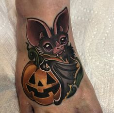 If you are considering getting a bat tattoo, look to these designs from female t. - If you are considering getting a bat tattoo, look to these designs from female tattoo artists for s - Spooky Tattoos, Tattoos Skull, Body Art Tattoos, Sleeve Tattoos, Female Tattoo Sleeve, Female Back Tattoos, Pretty Tattoos, Cute Tattoos, Vampire Tattoo