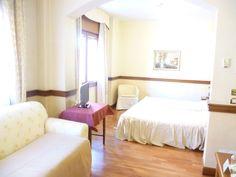 Vi piace questa camera Mstrimoniale Suite? Vi invitiamo a visitare le nostre accoglienti camere all'Hotel Minerva di Pordenone Sandra