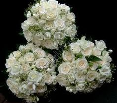 I mentioned maybe mixing roses & spray roses in your bouquet, here's a good example in white. It just adds a little more variation in size. Of course this idea could also be applied to the bridesmaids bouquets if you wanted ... just giving you all your options