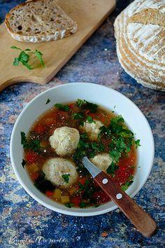 Ce ziceţi dacă în meniul de azi băgăm şi o ciorbă cu perişoare de peşte? Aţi mâncat vreodată, aţi făcut vreodată acasă? Ca o dunăreancă şi o mare amatoare de reţete cu peşte ce sunt, am găsit de m… Caprese Salad, Ramen, Food And Drink, Soup, Cooking, Ethnic Recipes, Martha Stewart, Kitchen, Soups