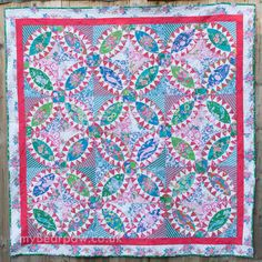 Happy New Year everyone! Let's start 2017 with a brand new quilt!     This is yet another pickle dish quilt, this time a straig...
