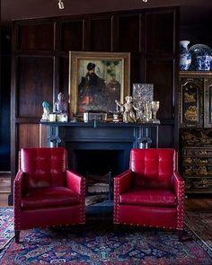 Leather + Wood + Chinoiserie + Porcelain = Stately Elegance.