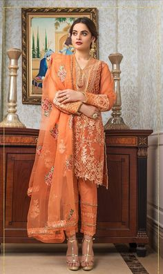 Pakistani Fashion Party Wear, Pakistani Wedding Outfits, Indian Fashion Dresses, Indian Gowns Dresses, Pakistani Bridal Dresses, Dress Indian Style, Pakistani Dress Design, Indian Designer Outfits, Indian Outfits