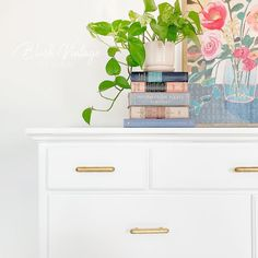 Upcycled Furniture, Furniture Projects, Furniture Makeover, Vintage Furniture, Cool Furniture, Painted Furniture, White Furniture Inspiration, Wood Dresser, How To Distress Wood