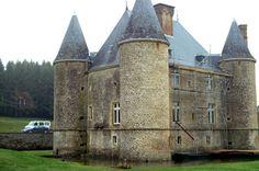 Château de Landreville - façades principale et latérale. (Ardennes)